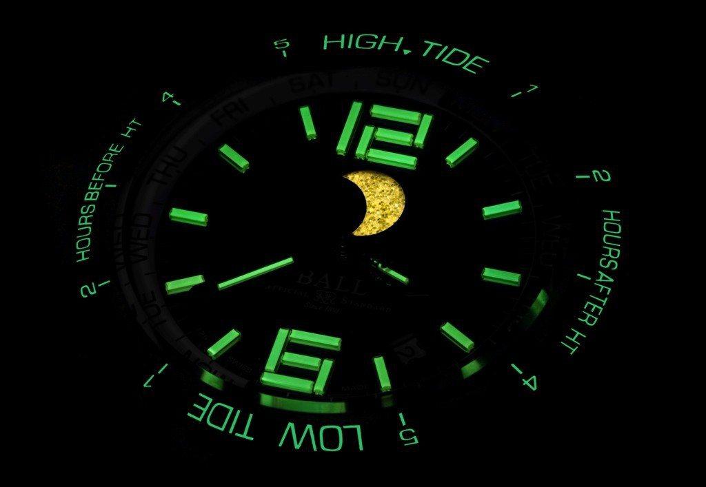 36支自體發光微型氣燈,置於表面月相、時及分針,方便夜間讀時。圖/波爾表提供
