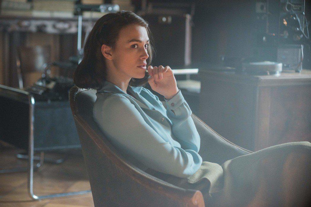 綺拉奈特莉在「情,敵」中化身最美人妻,有極盡誘人的情感戲。圖/福斯提供