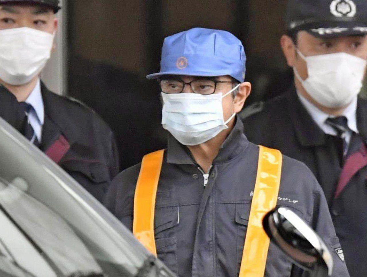 日產前董事長高恩6日獲保當天穿著一身工人裝離開拘留所,卻被日本網友和媒體虧說變裝...