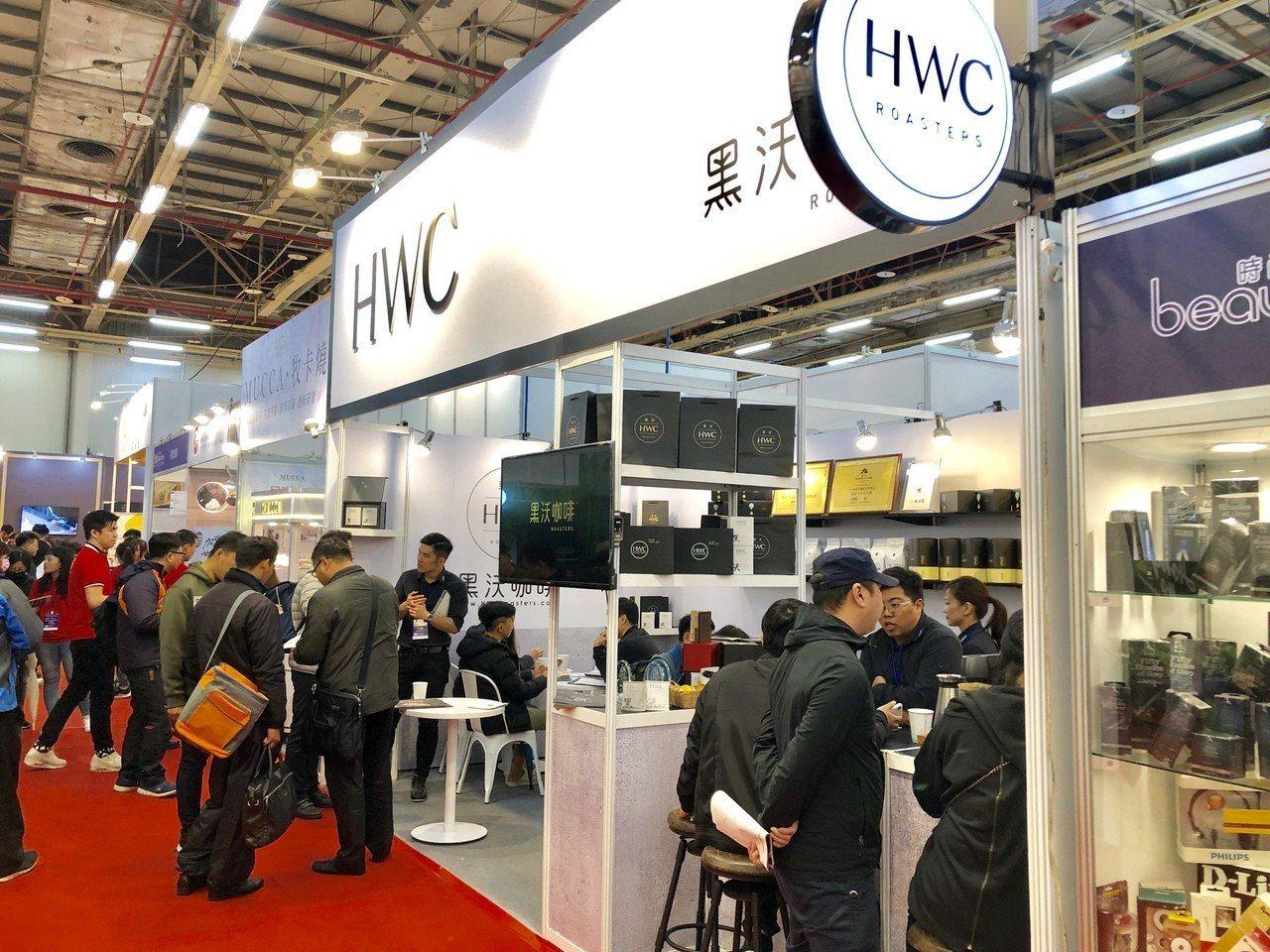 由台灣連鎖加盟促進協會主辦的「台灣創業加盟大展」,在台中世貿二館盛大登場,開展首...
