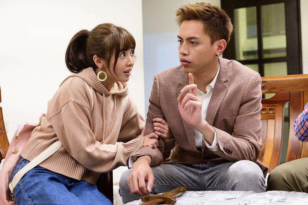 大元(左)客串「女力報到」與鯰魚哥演出對手戲。圖/TVBS提供