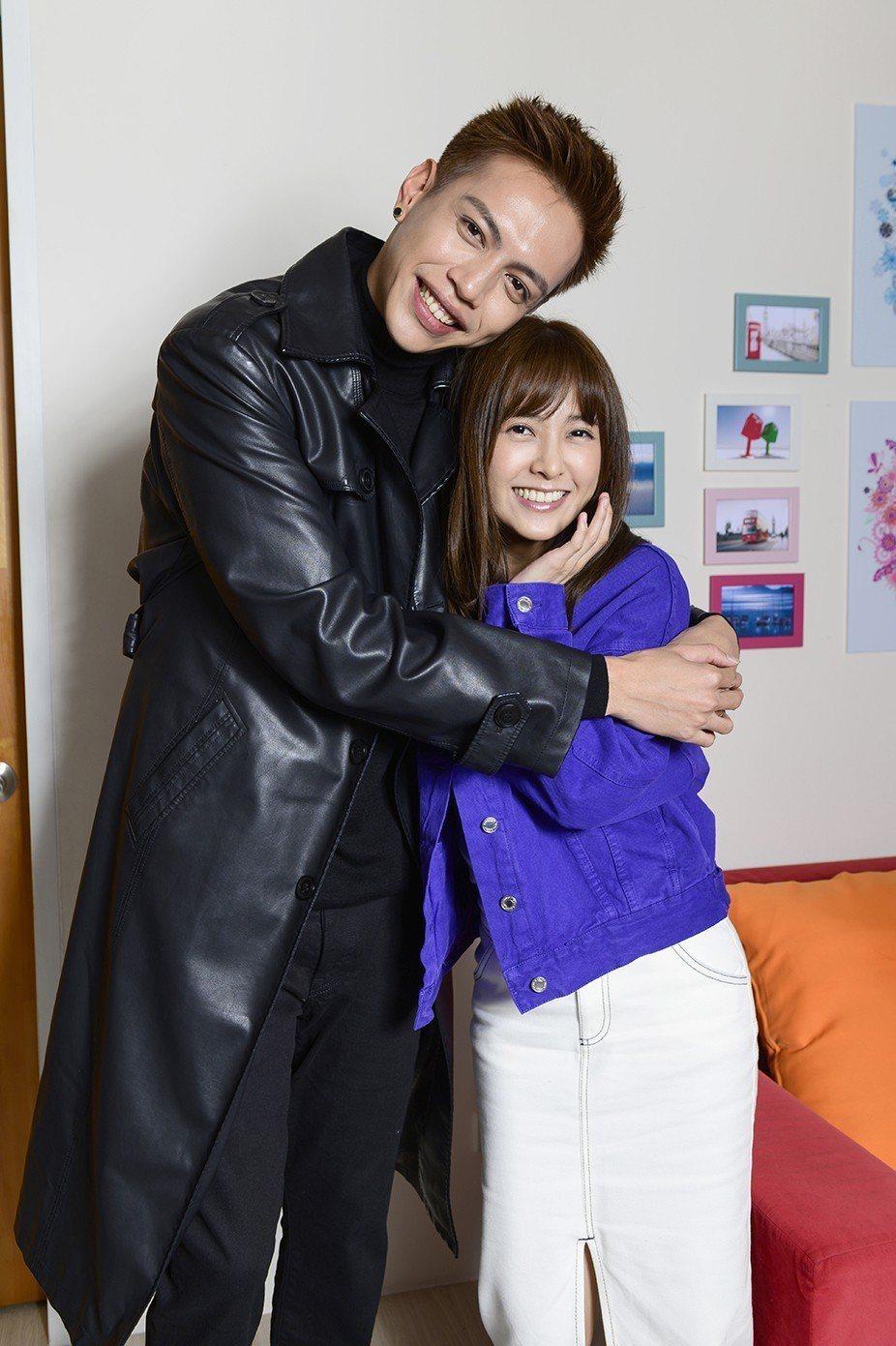 大元(右)客串「女力報到」與鯰魚哥演出對手戲。圖/TVBS提供