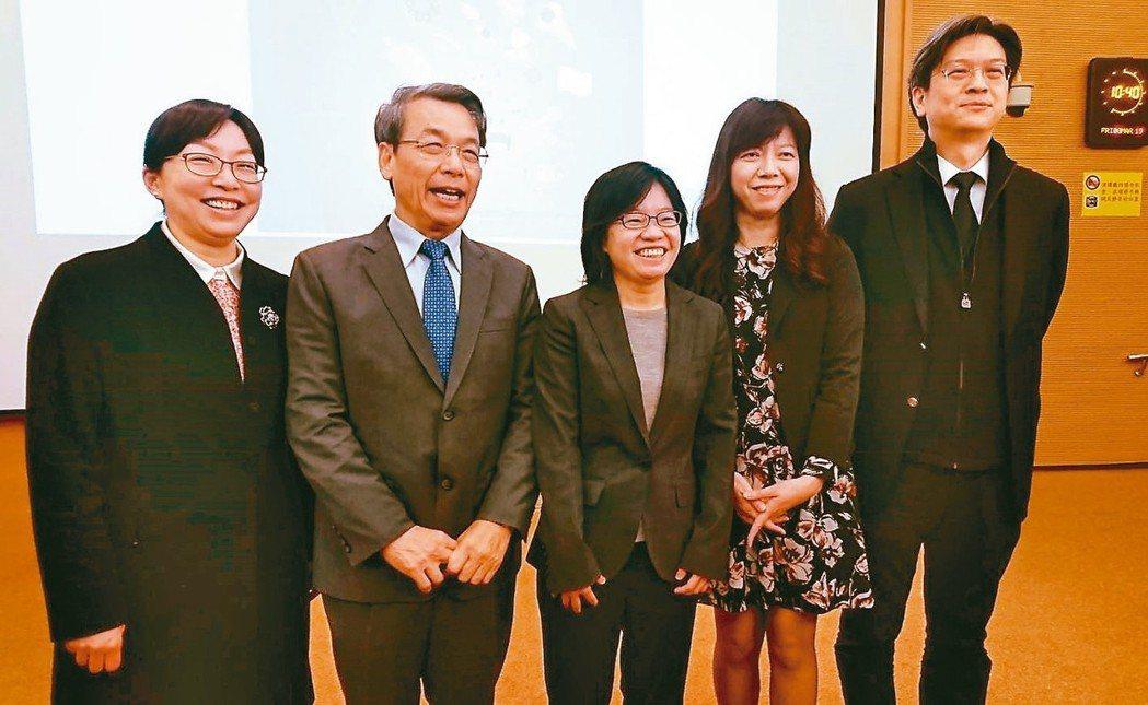 中研院基因體研究中心特聘研究員李文華院士(左二)研究團隊、中國醫藥大學、台灣大學...