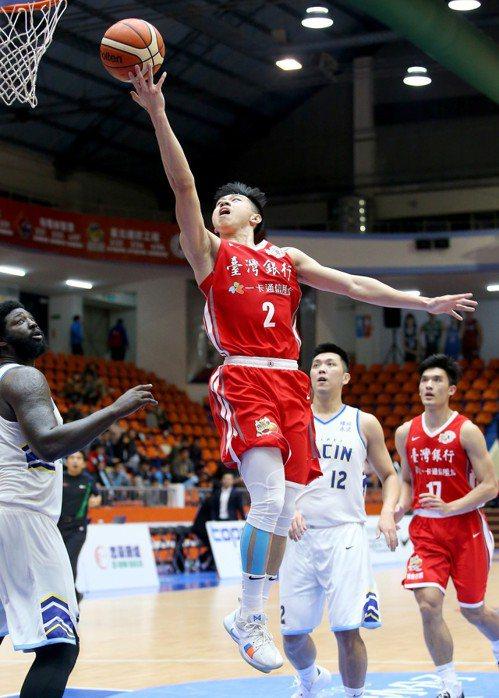 台銀陳昱瑞(中)替補上場得到全隊最高的21分。 記者余承翰/攝影