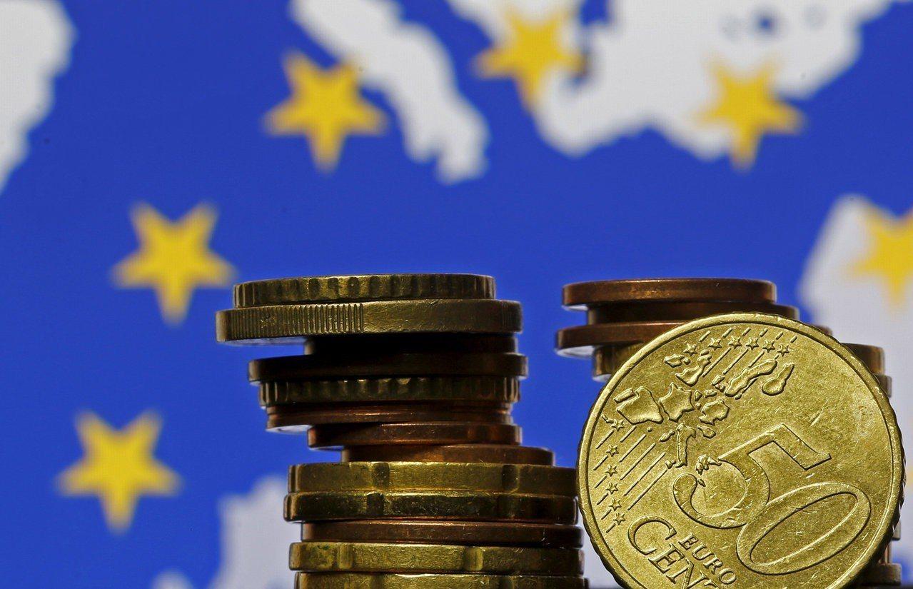 因應經濟走緩,全球主要央行已紛紛停止升息腳步。歐洲央行(ECB)七日會議後,貨幣...