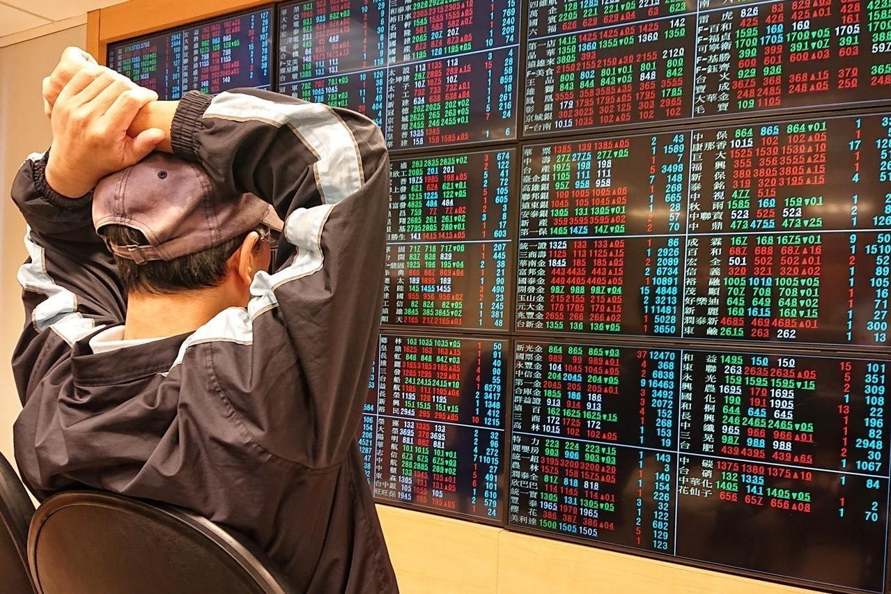 外資昨(8)日大舉賣超台股110億元後匯出約3~5億美元,造成台北股匯雙殺。 本...