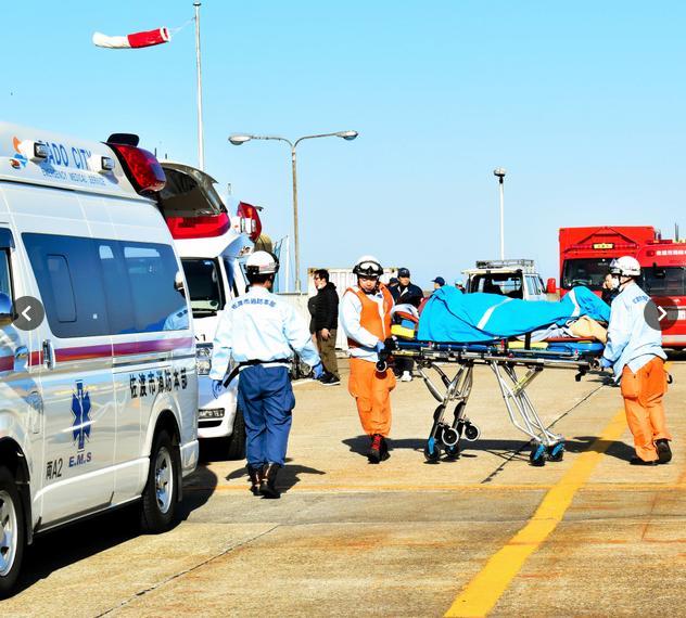 日本一艘高速船疑似撞到海洋生物,造成船上70人受傷。 圖/擷自朝日新聞