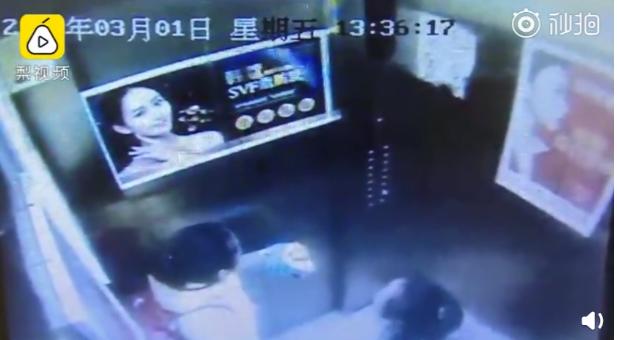 兩個女孩受困大樓電梯。圖取自梨視頻,下同。