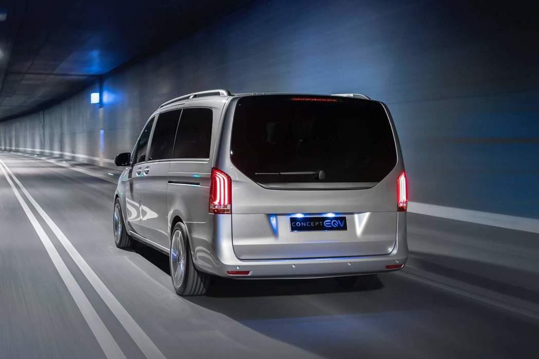 Mercedes-Benz Concept EQV最大續航距離可達400km。 ...