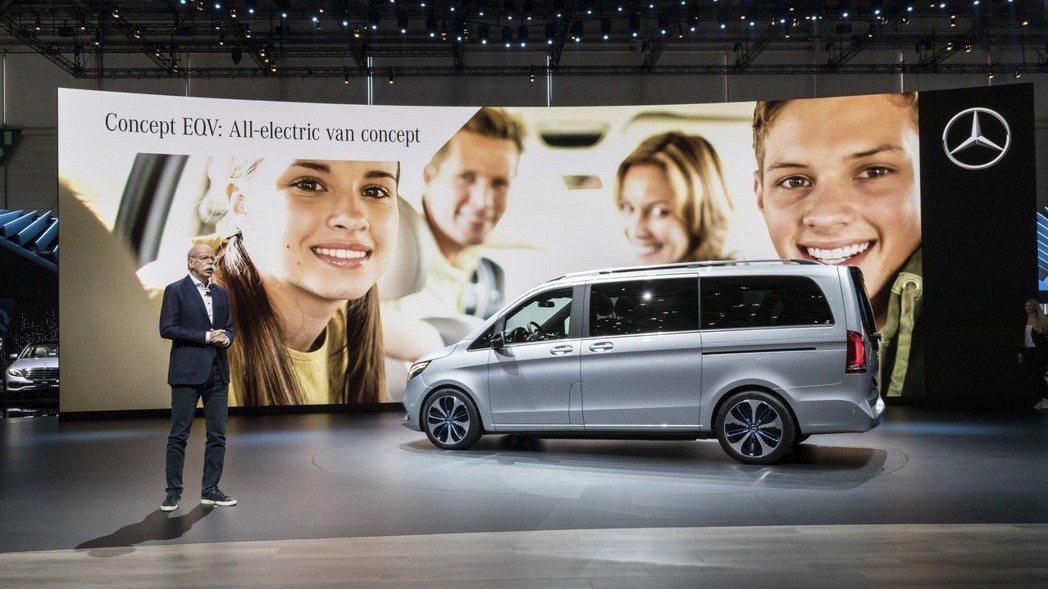 Mercedes-Benz將於九月份的法蘭克福車展中,發表量產版本的Cocept...