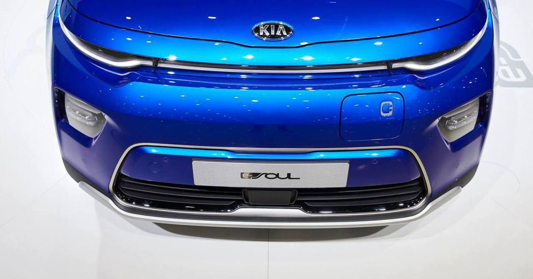 新世代歐規Kia e-Soul提供64kWh與39.2kWh兩種鋰電池組的車型。...