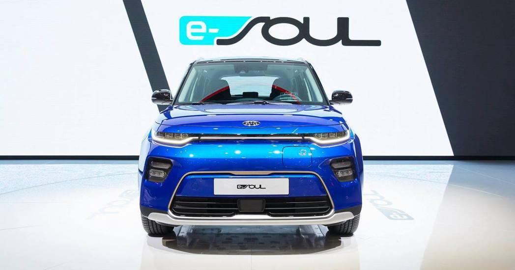 新世代歐規Kia e-Soul標準版車型也擁有277公里不錯的續航力表現。 摘自...