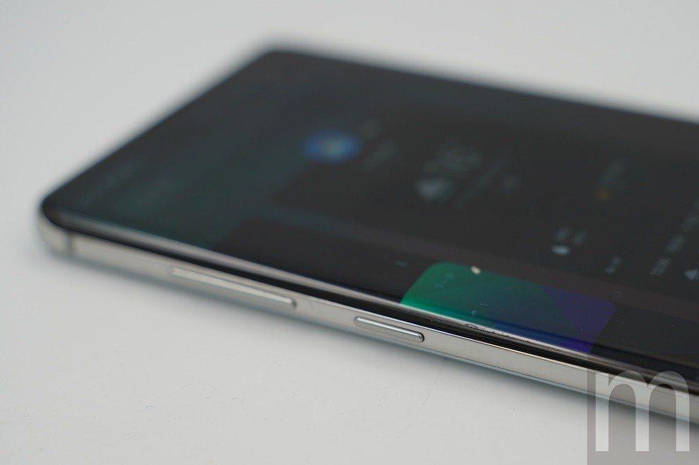 同樣搭載獨立Bixby喚醒鍵,更加入可讓使用者自訂功能選項