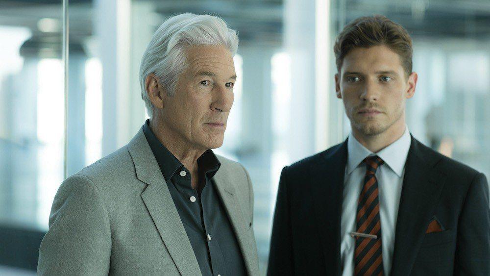 李察吉爾(左)與比利霍爾在新影集中扮演父子。圖/摘自Variety