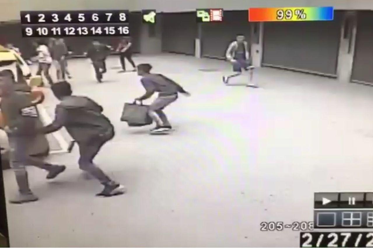 台中市警局太平分局查出,汽車旅館鬥毆中彈的許某是太平當地新竄起犯罪集團首腦,昨天...