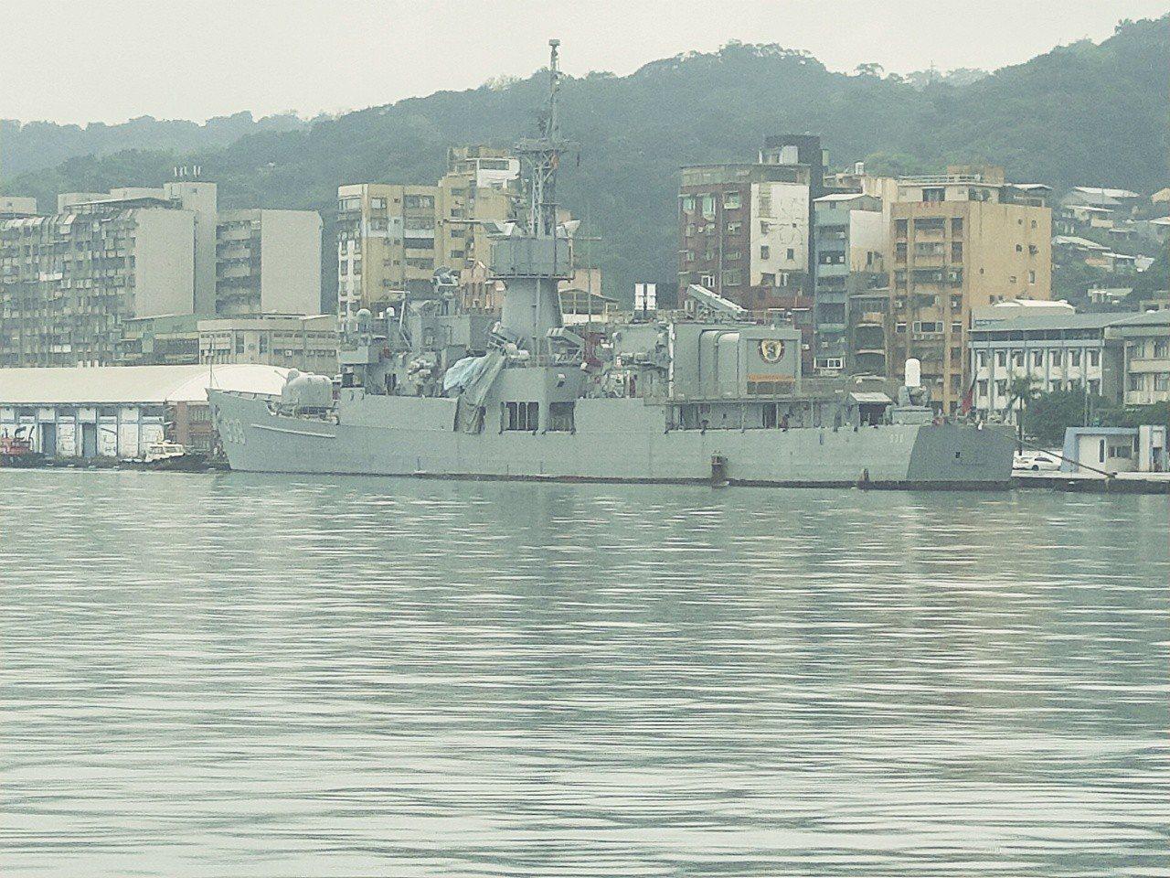 軍艦被撞。記者游明煌/攝影