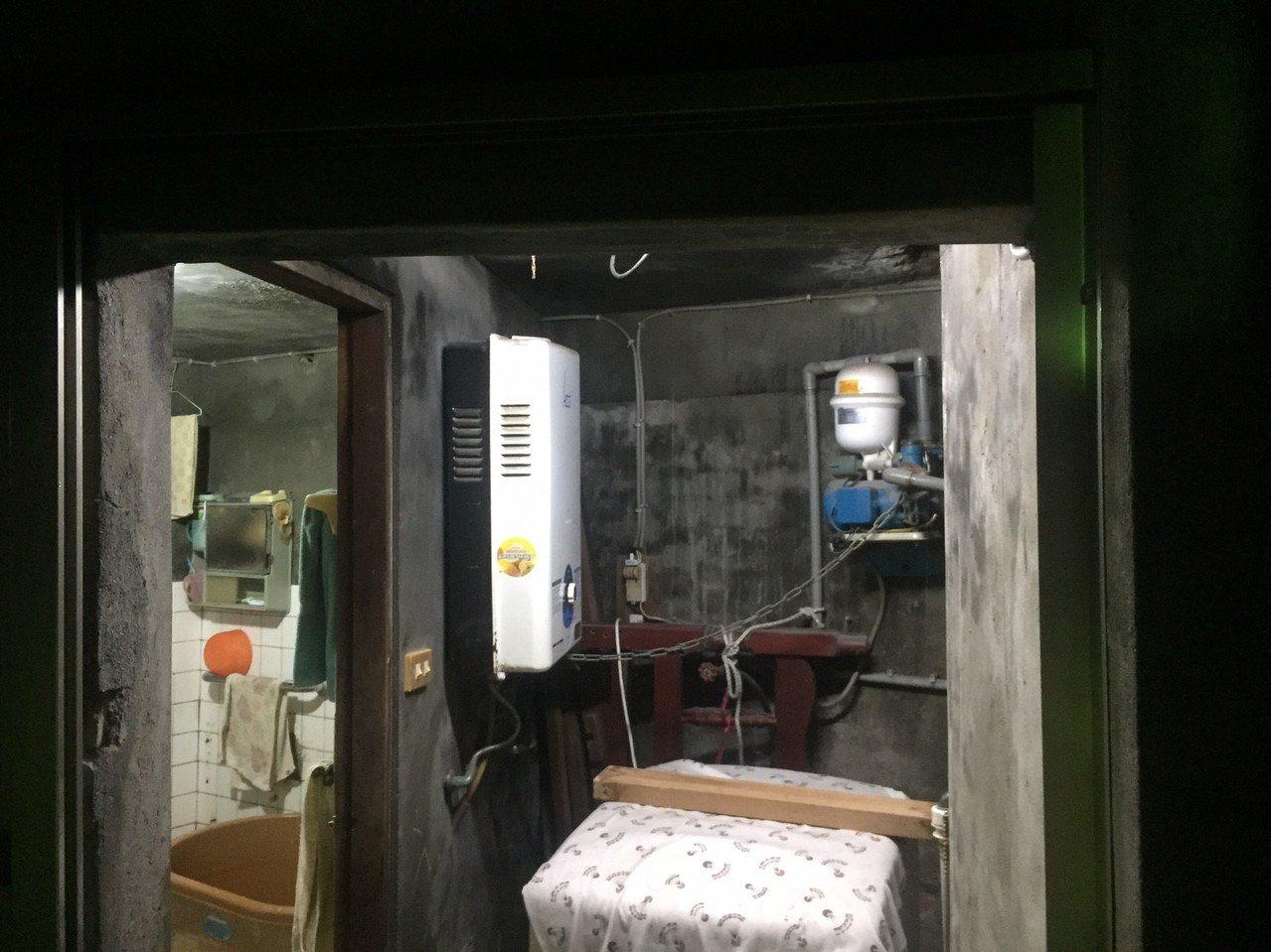 熱水器裝在室內,加上浴室窗戶未開啟,導致陳女一氧化碳中毒。記者余采瀅/翻攝
