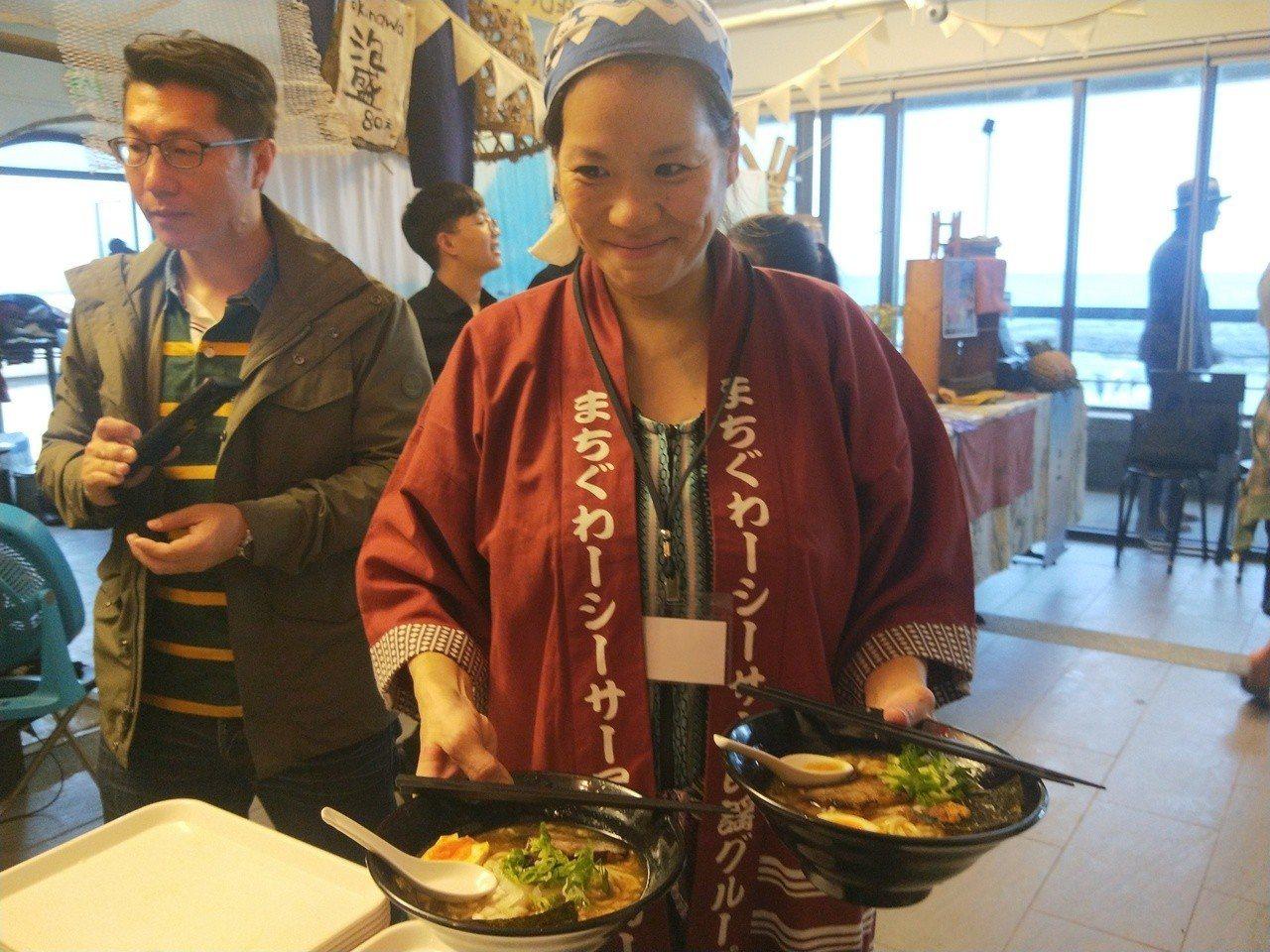 日本風車拉麵來台在和平島現煮。記者游明煌/攝影