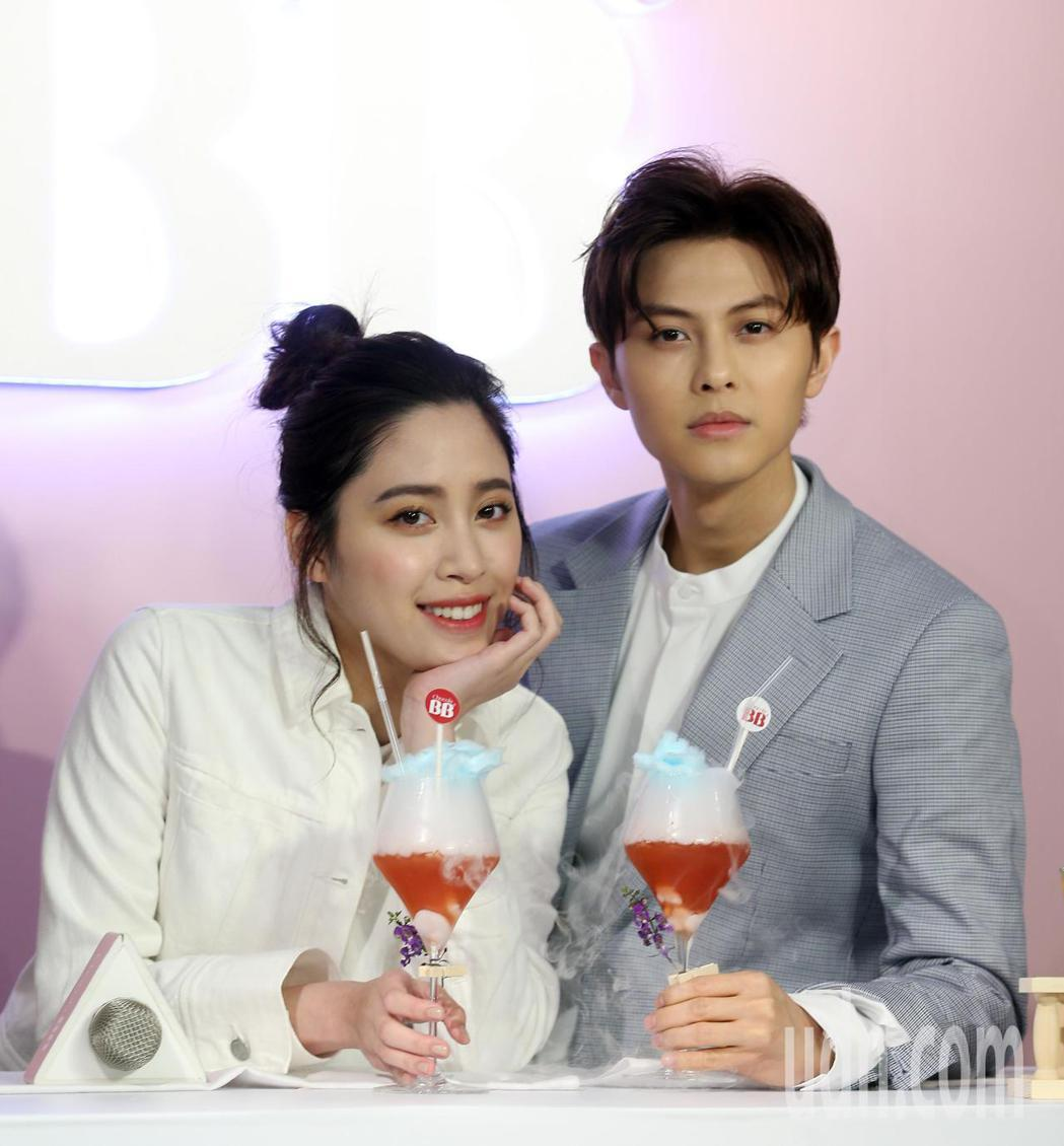 王子邱勝翊、歐陽妮妮下午出席Chocola BB 美妍特調活動。記者曾吉松/攝影