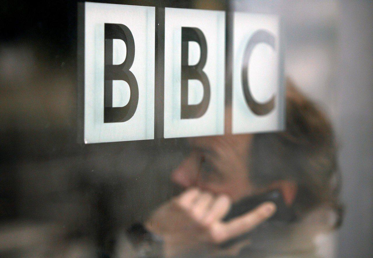 BBC在Netflix等串流平台的夾擊中,收視費取消戶數上升。 路透