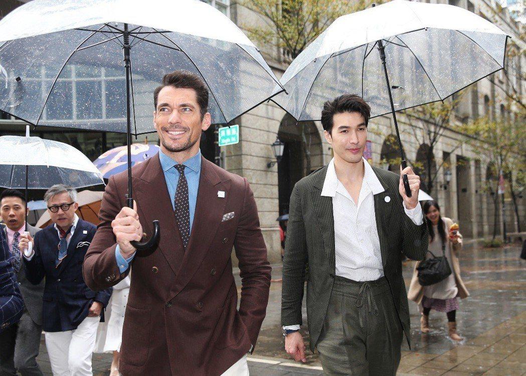 大衛甘迪與錦榮在雨中展現西裝紳士帥氣丰采。記者徐兆玄/攝影