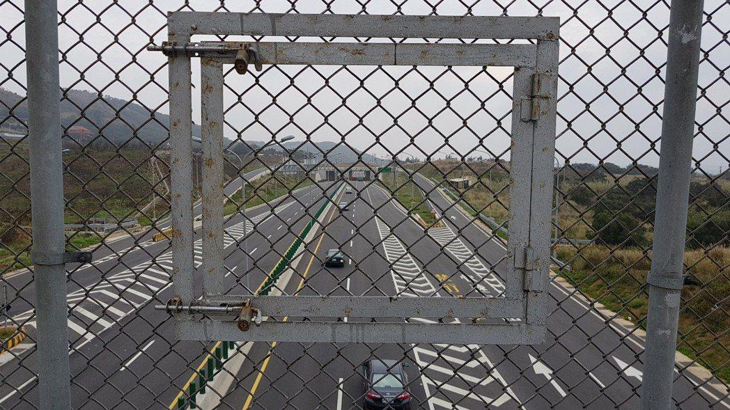 苗栗縣警局將在西濱公路白沙屯至通霄北上路段實施區間測速,通霄警分局也會持續在跨越...