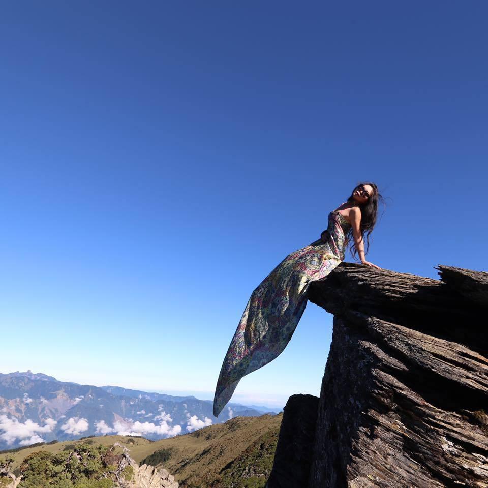 被山友暱稱「G哥」的「比基尼登山客」吳季芸,今年1月在南投縣盆駒山附近墜谷罹難,...