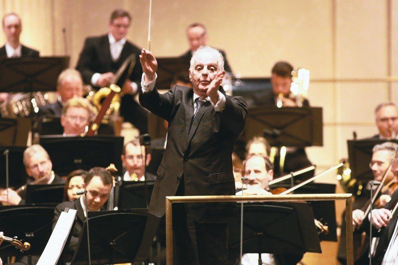 巴倫波因去年在柏林一場紀念音樂會上指揮。 歐新社