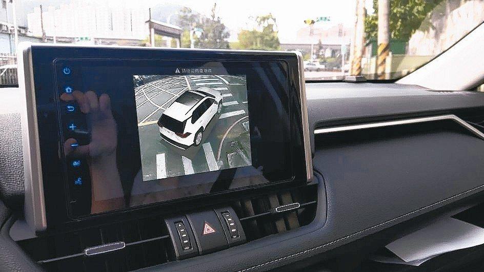 All New RAV4 9吋觸控螢幕可顯示多樣資訊,其中環景影像輔助系統對於安...
