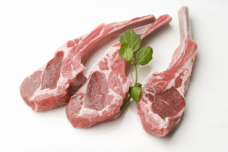 羊騷味,是羊肉的特殊氣味,是羊肉中許多物質綜合起來的風味,像是特殊的脂肪酸、吲哚...