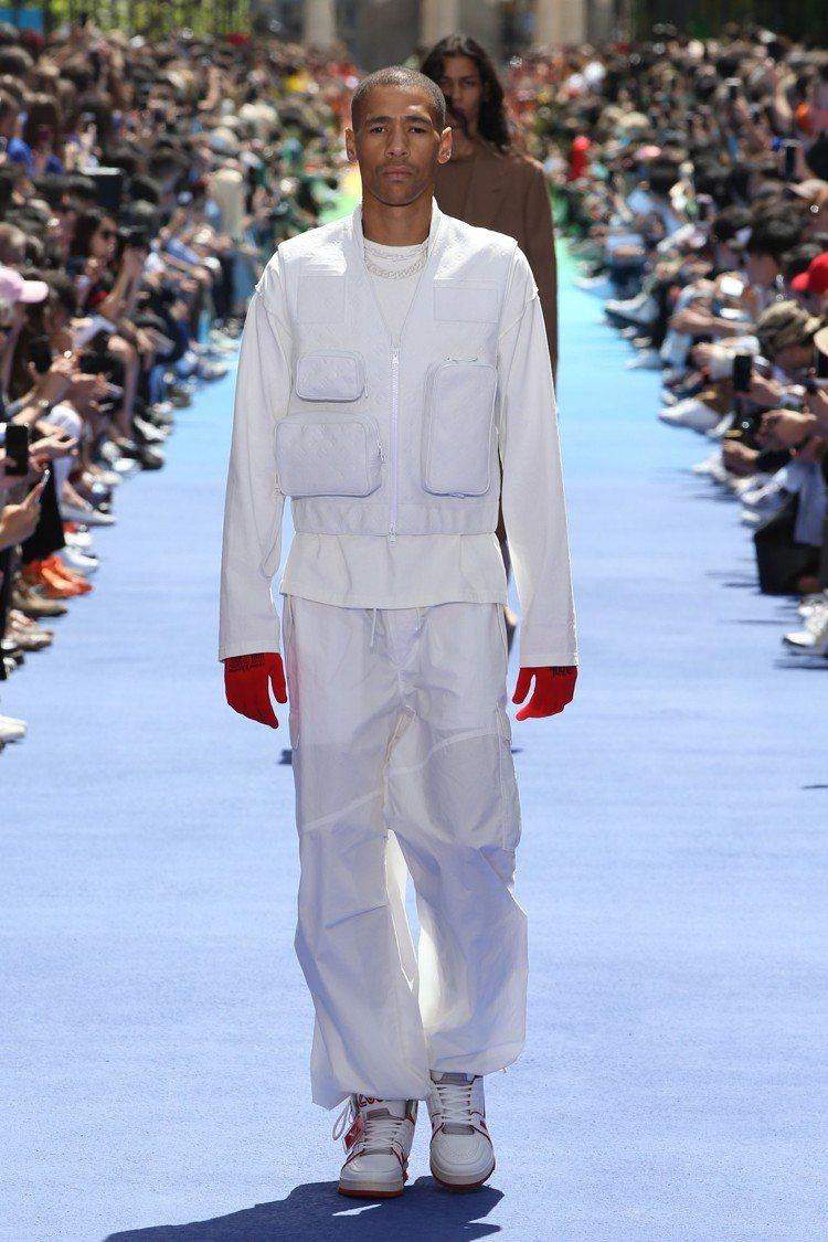 中高筒運動鞋在2019春夏男裝發表時登場。圖/LV提供