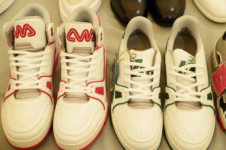 (左)Trainer中高筒運動鞋45,500元;Trainer運動鞋39,900...