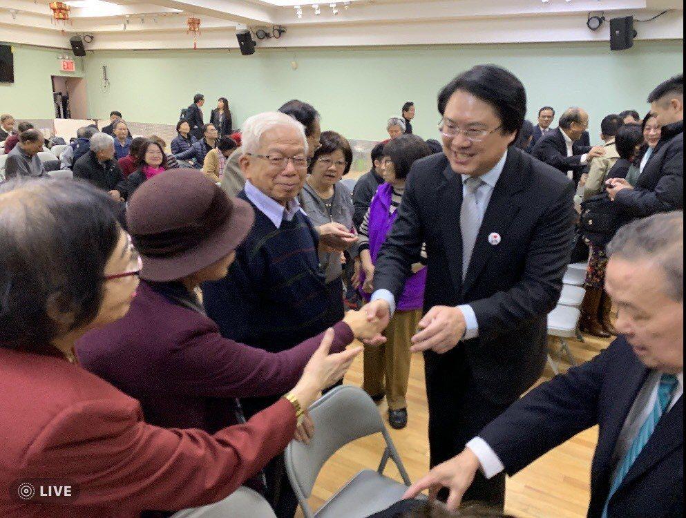 林右昌以「台灣政情分析與展望」為題,在美國發表演說,受到僑胞熱烈歡迎。圖/基隆市...
