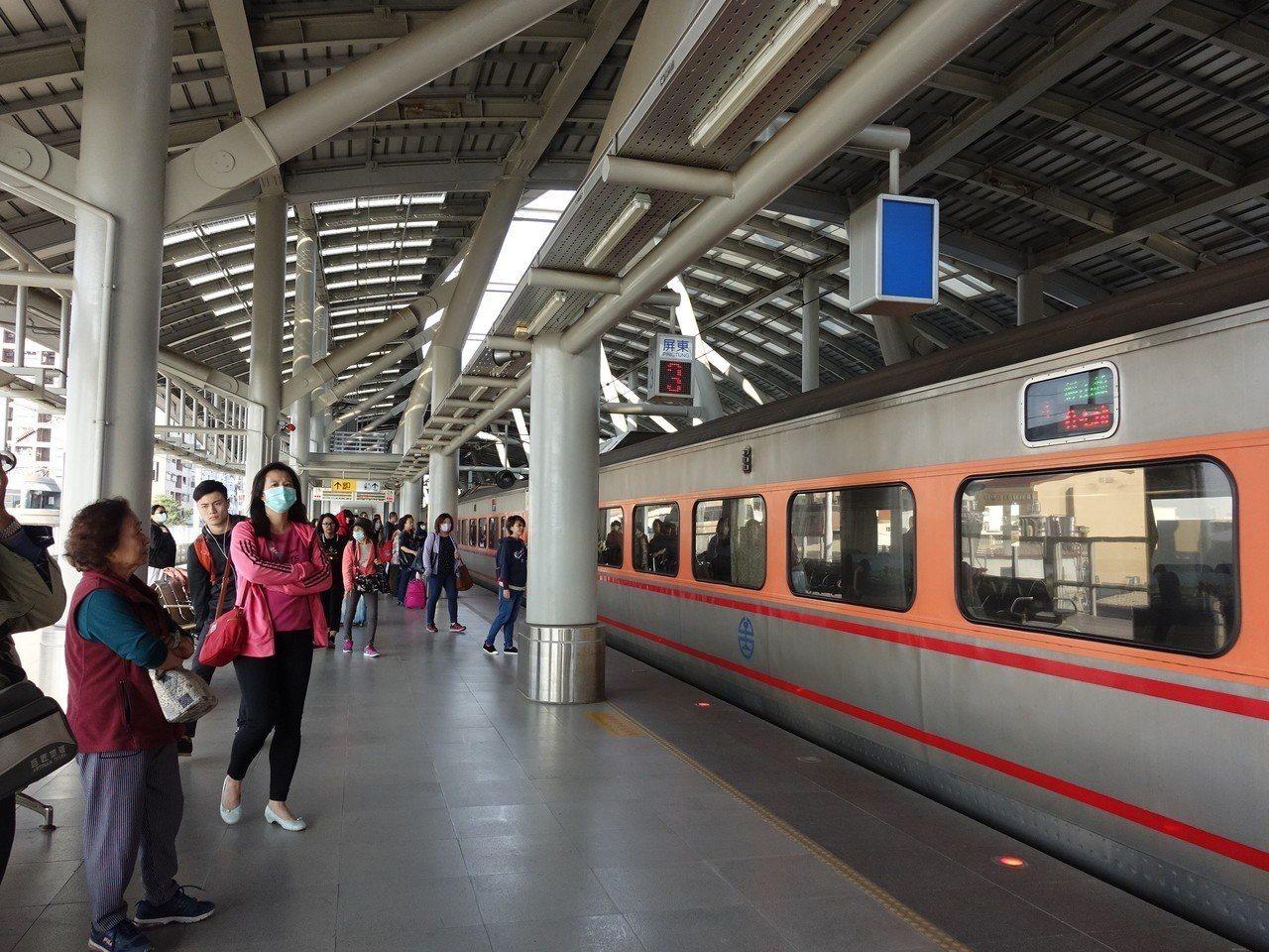 屏東車站示意圖,非新聞當事人。有男乘客日前搭乘台鐵開往屏東區間車,因不滿列車誤點...