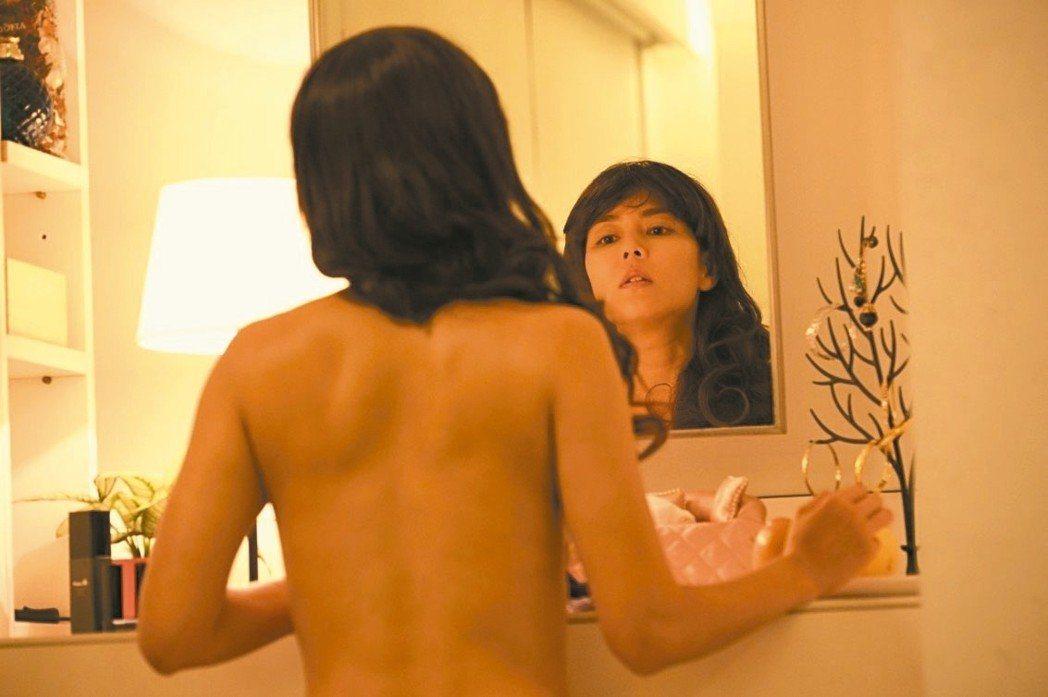 劉香慈在「乳.房」中飾演一名乳癌患者,不惜剃髮。圖/可樂提供