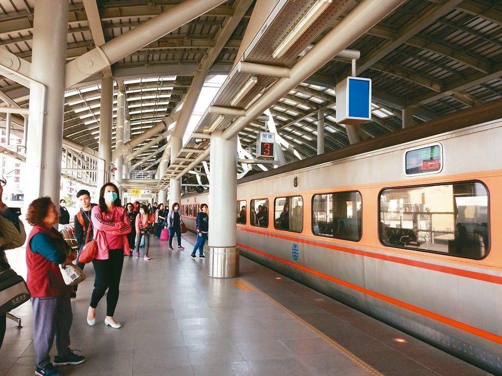 屏東縣目前的軌道建設只有台鐵,在燈會之後,爭取捷運、高鐵的聲音再起。 圖/聯合報...