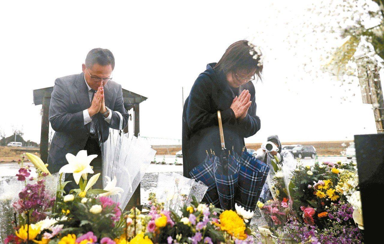 東日本大地震發生至11日屆滿八年,八年來主要災區的三縣人口減少了30萬人,至今還...
