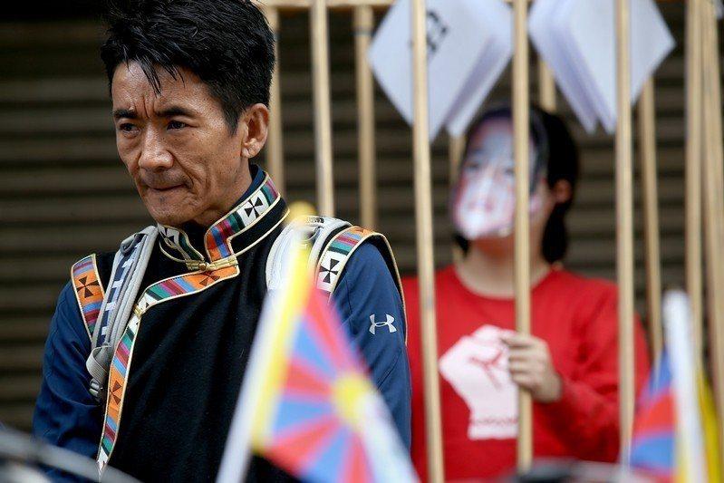 3月10日,在台藏人與聲援團體,在台北舉辦西藏抗暴日大遊行。 圖/聯合報系資料照