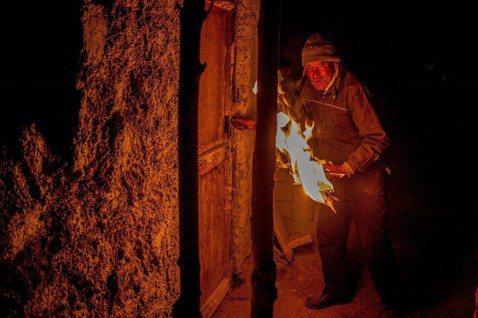 燃燒的Gal-pa © 尹雯慧 熊熊燃燒的Gal-pa在夜裡更顯得張牙舞爪,即將...