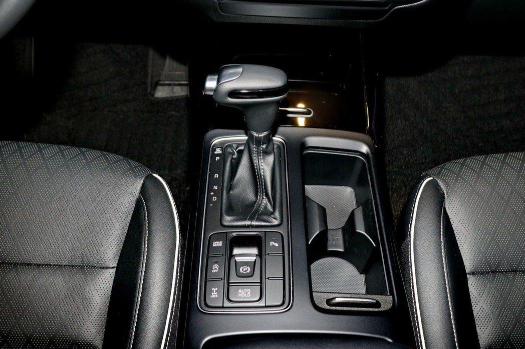 Sorento改為全新8速手自排變速系統,以更多檔位放大柴油引擎的動力精華區間。...