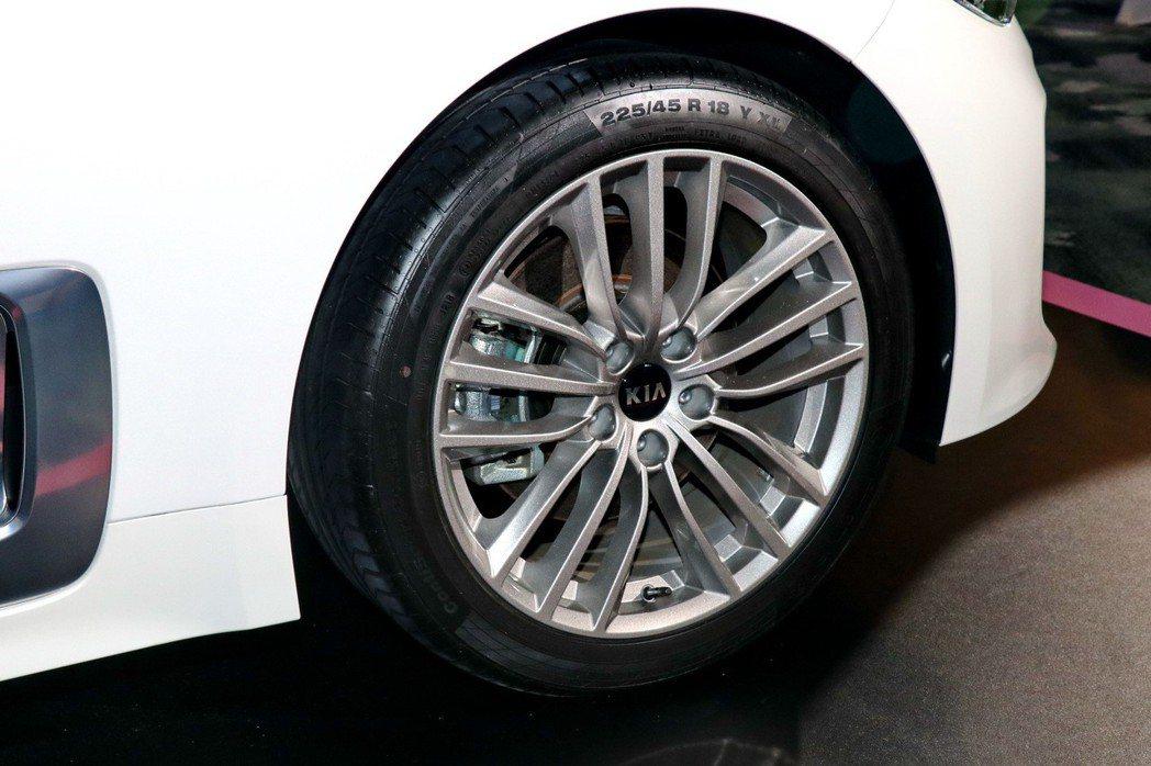 Stinger EX換上全新18吋亮銀鋁圈。 記者陳威任/攝影