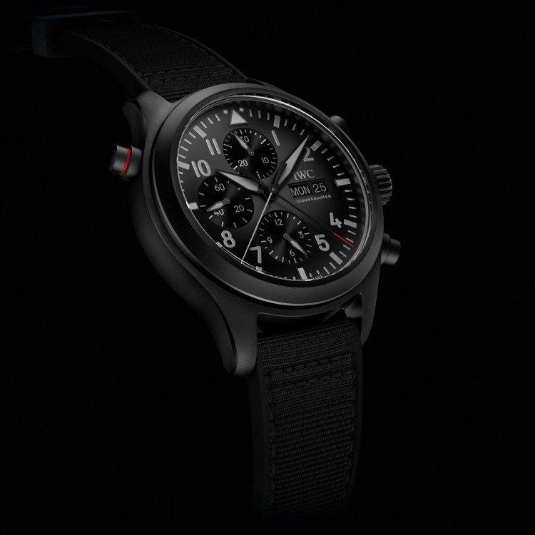 TOP GUN海軍空戰部隊系列腕表,使用了瓷化鈦金屬製作,因而擁有兩項材質的特色...