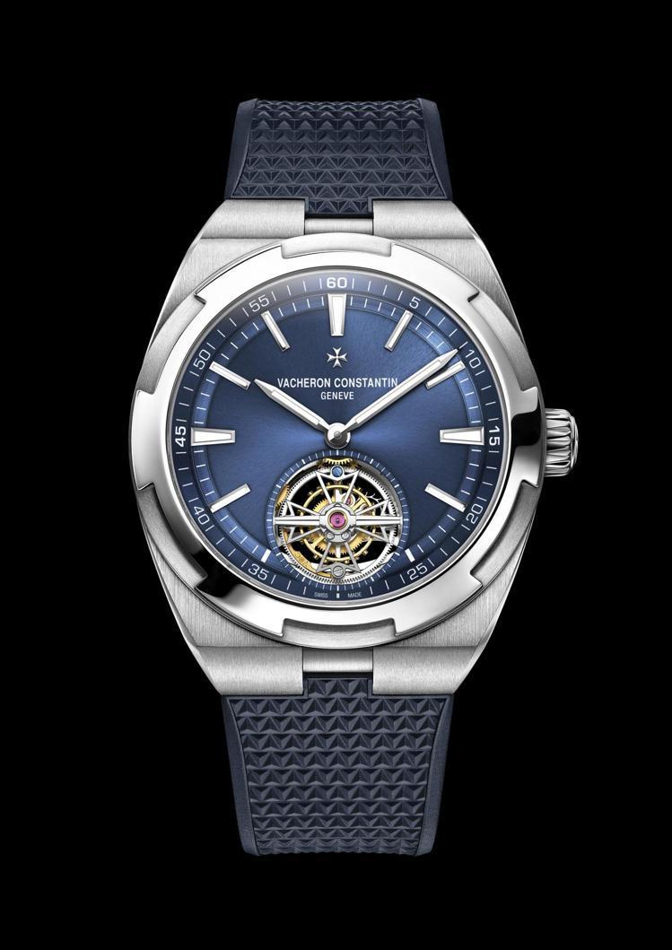 Overseas系列的首款陀飛輪腕表,也呈現藍色表面。圖/Vacheron Co...