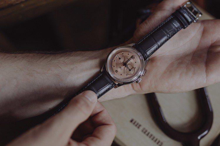 萬寶龍Heritage傳承系列自製機芯脈搏腕表,精鋼表殼搭配鮭魚色表盤,限量10...