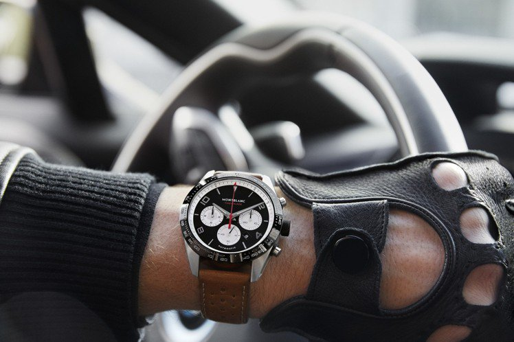 萬寶龍TimeWalker系列自動計時碼表,精鋼表殼,黑色表面搭配白色計時盤之「...