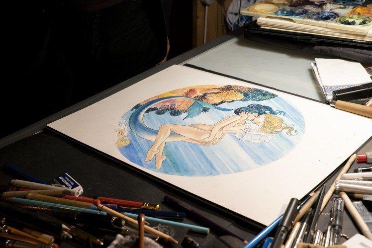 藝術家米羅馬那哈先繪製了10幅講述美人魚神話的故事,一位是雋永的女孩形象,另一位...