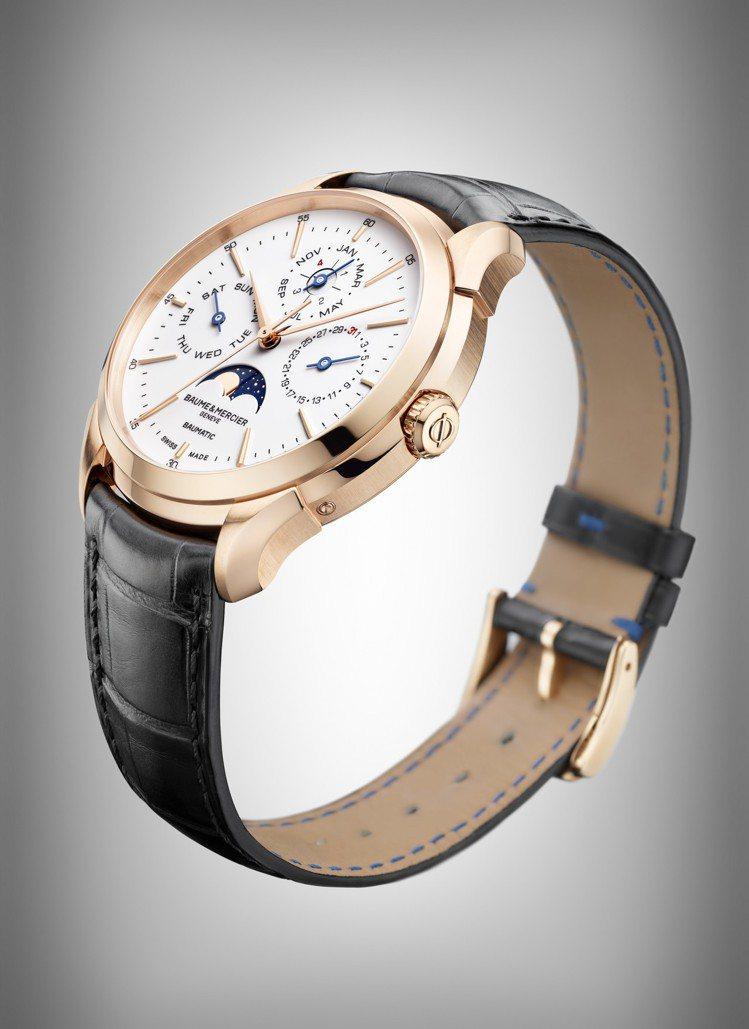 全新的Clifton Baumatic玫瑰金萬年曆腕表,表盤配置更為簡潔,並採用...