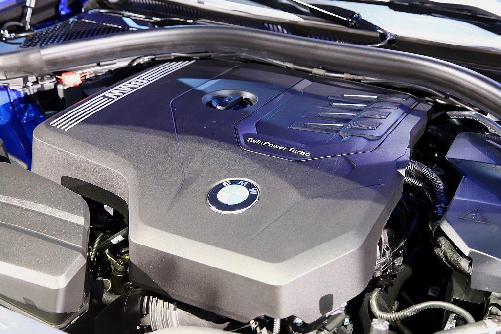 BMW 330i搭載BMW TwinPower Turbo直列四缸汽油引擎,具備...