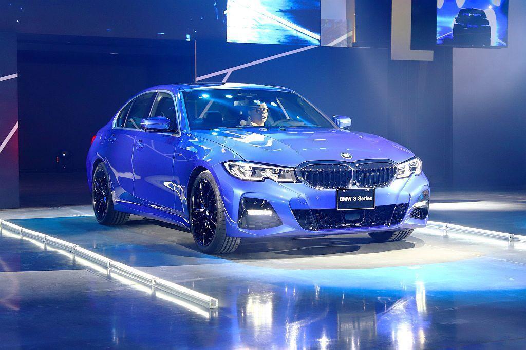 全新BMW 3系列房車尺碼較上代增長76mm、寬16mm,車高增加6mm、軸距拉...