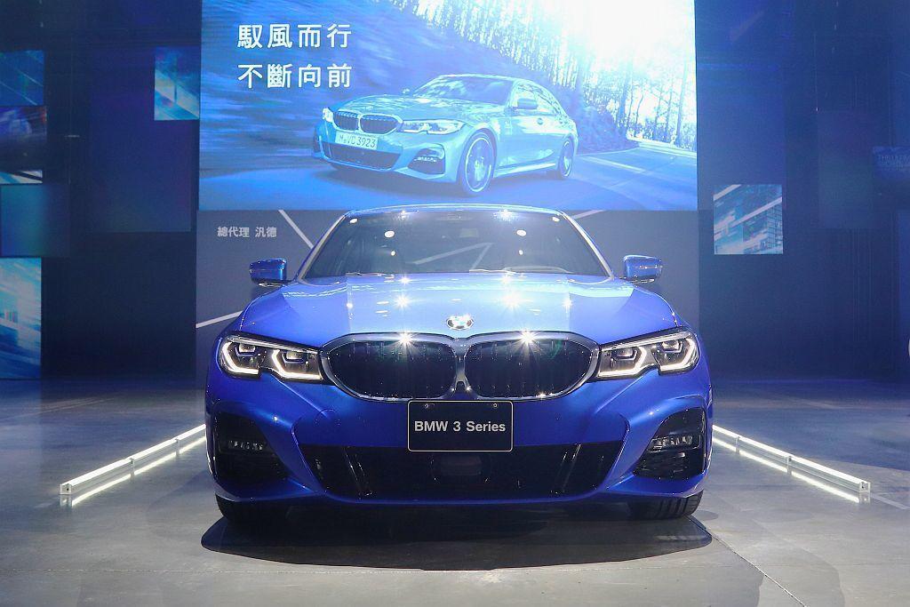 去年巴黎車展亮相、今年3月開始販售的全新世代BMW 3系列房車與國外零時差於台灣...